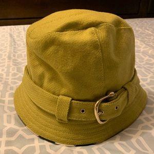 NWOT Burberry bucket hat - never been used